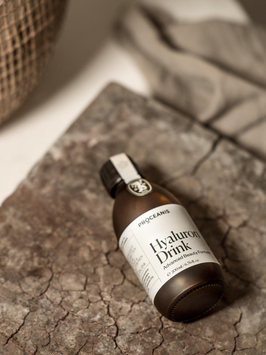 hyaluron drink flasche_holzbrett_proceanis.com